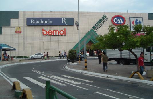 Desembargador nega liminar e manda shoppings de Manaus permanecerem fechados